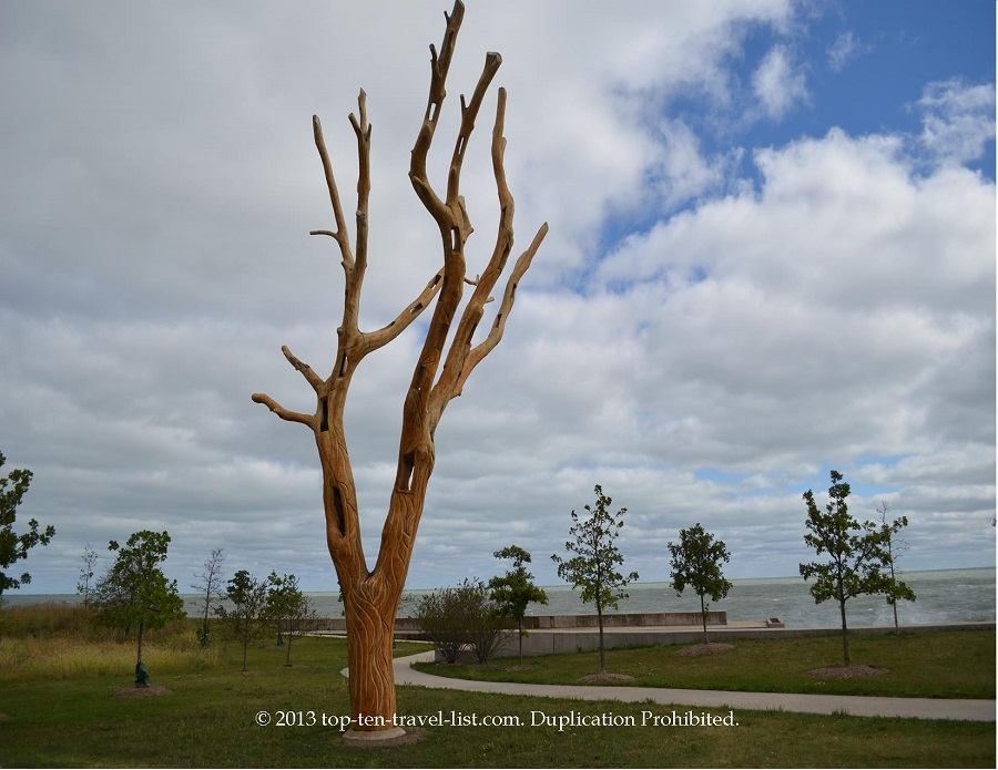 Tree sculpture on Chicago Lakefront Path