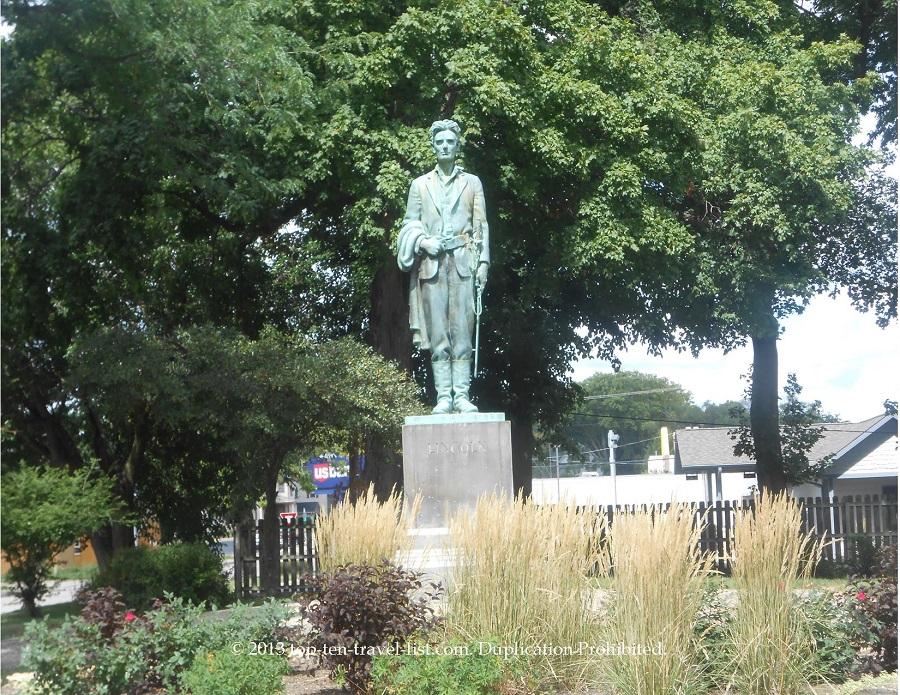 Lincoln statue in Dixon, IL