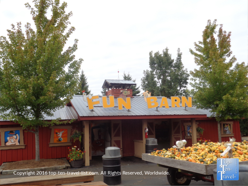 fun-barn-at-bengstons-pumpkin-farm-in-homer-glen-il