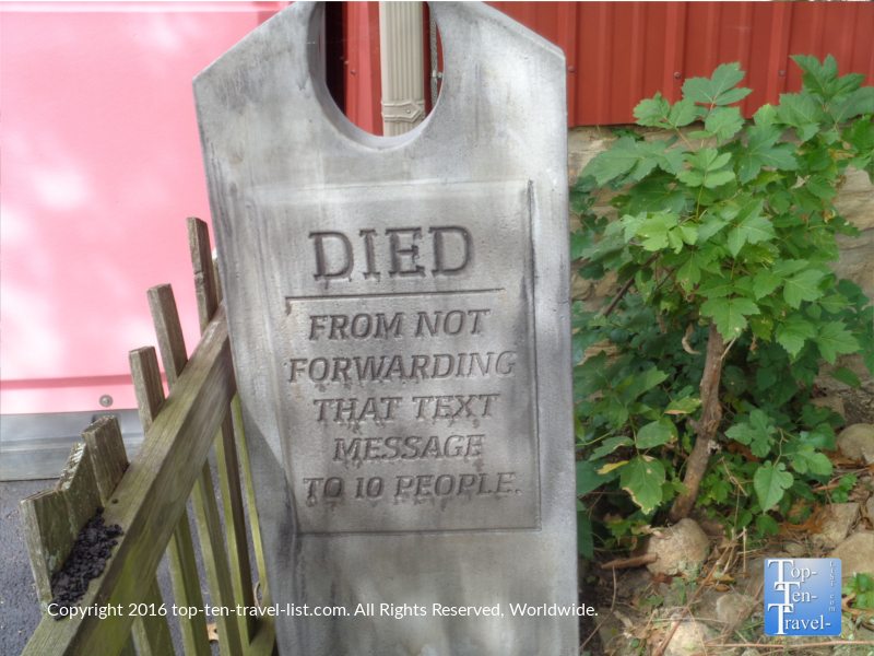 funny-grave-at-bengstons-pumpkin-farm-in-homer-glen-il