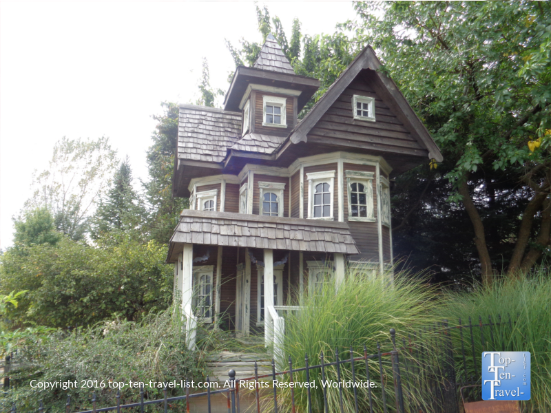 Haunted houses in illinois open today house plan 2017 for Two story farmhouse oak park