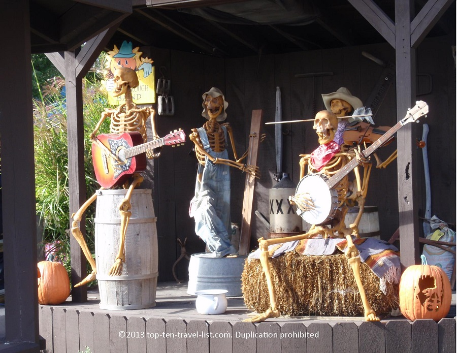 Skeleton animatronics at Bengston's Pumpkin Farm