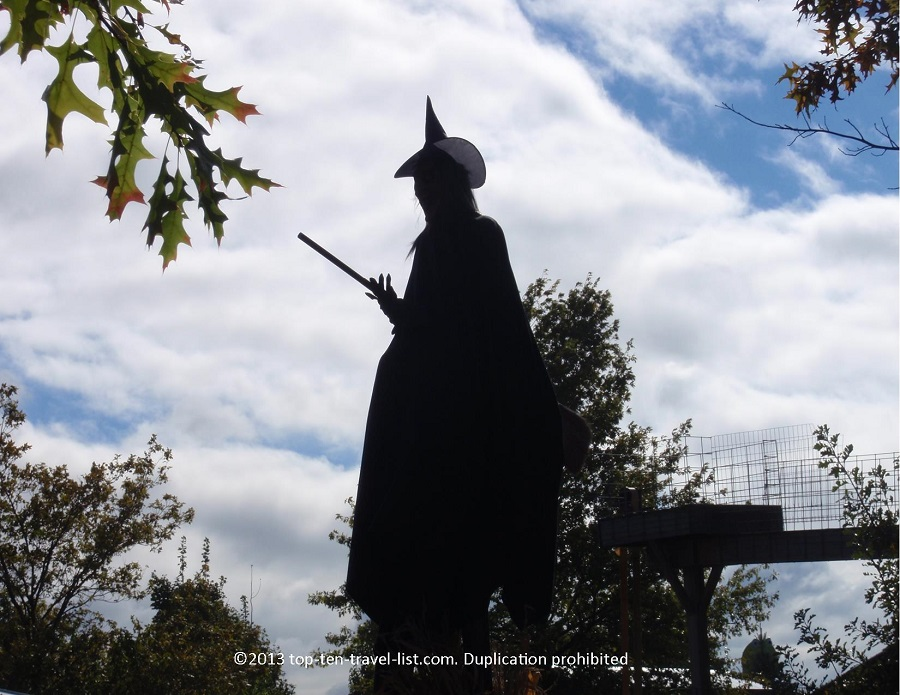 Animatronic witch at Bengston's Pumpkin Patch in IL