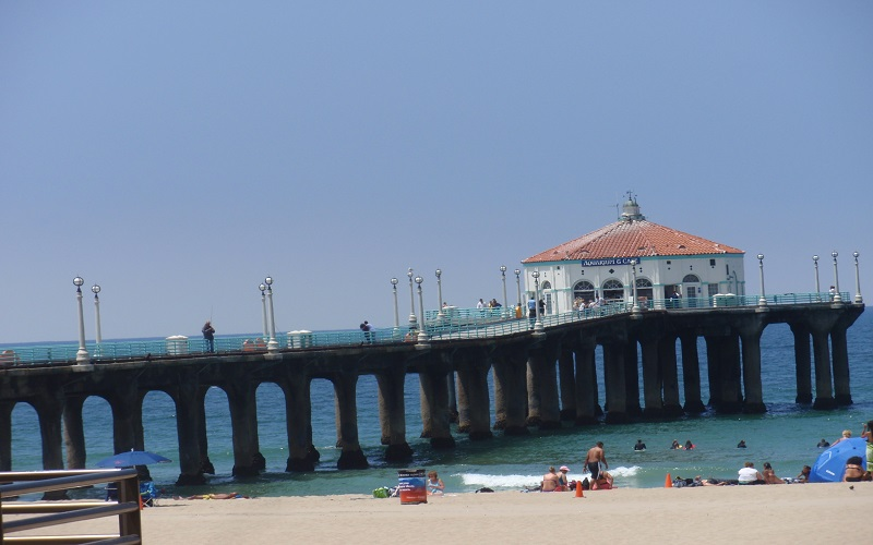 The Manhattan Beach Pier in California