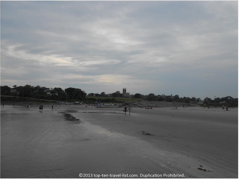 A cloudy day on Newport's Second Beach