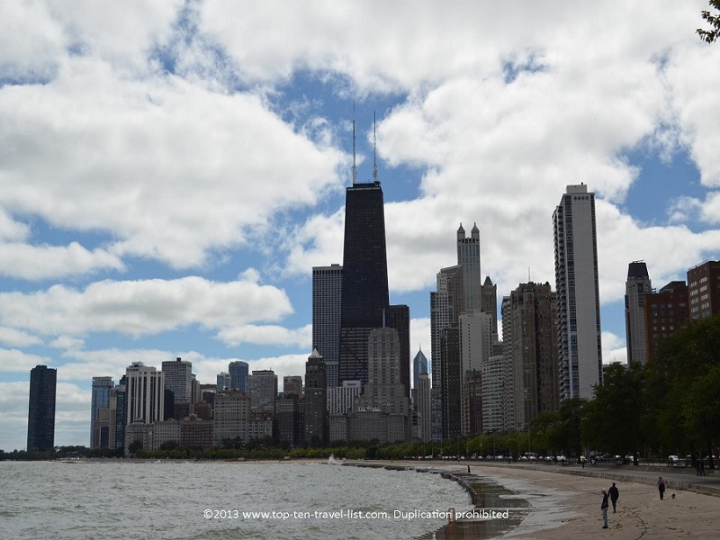 Chicago Lakefront Path - views of the skyline and lake