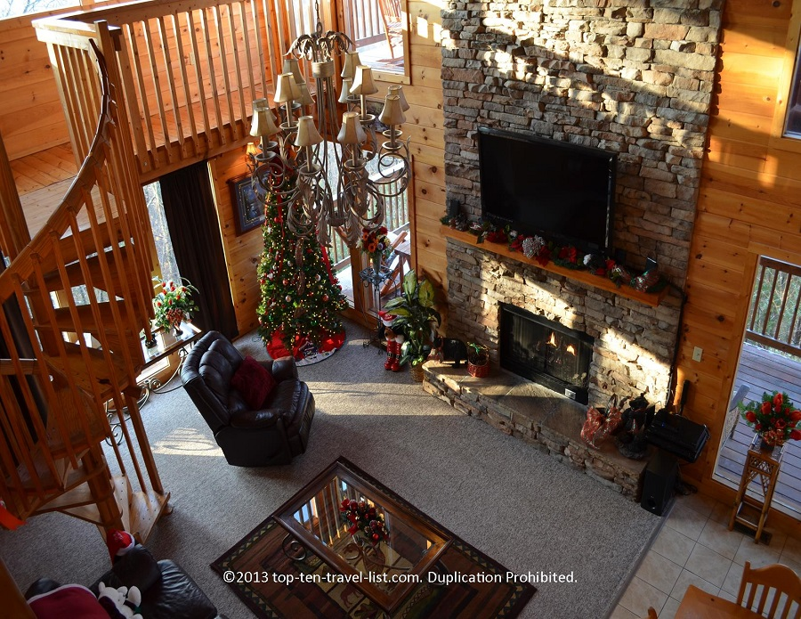 Christmas decorated cabin in Tennessee's Smoky Mountains - Timber Tops