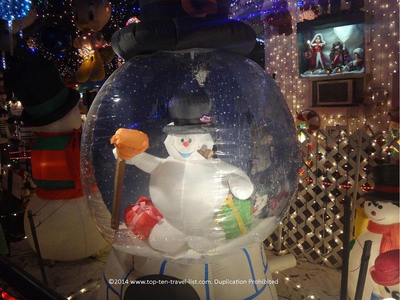 Oakdale house christmas light display frosty decoration - St. Petersburg, Florida