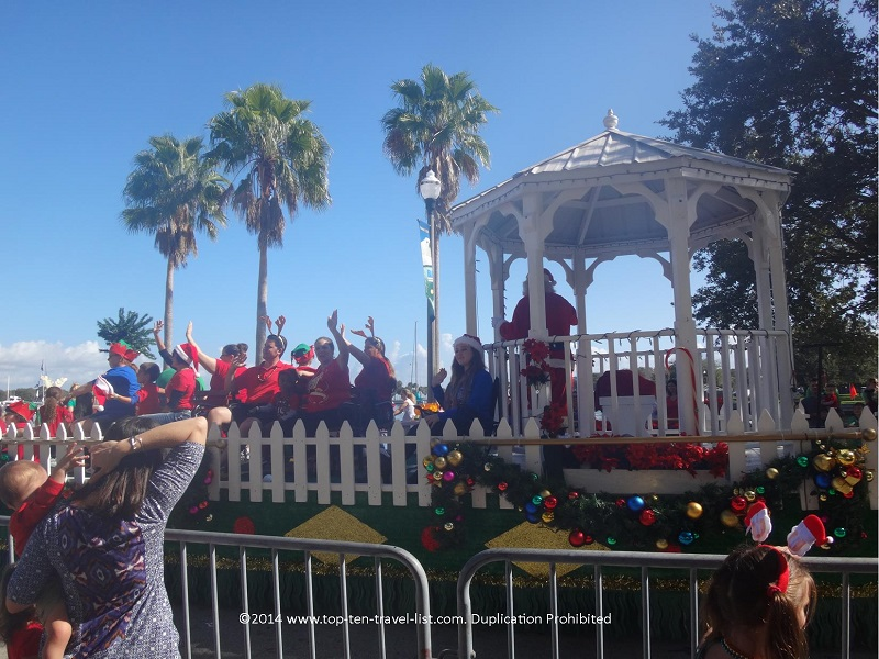 Santa arrives on the last float.