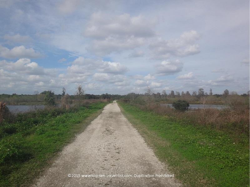 A long unshady trail at Circle B Bar Reserve in Lakeland, Florida
