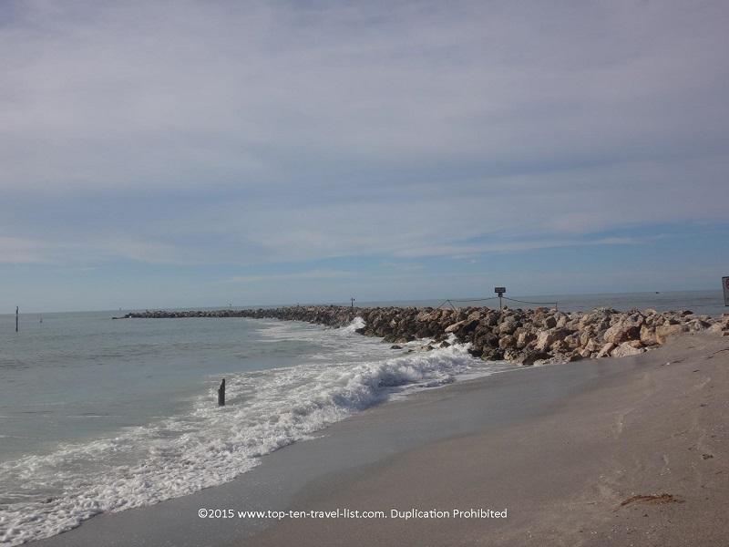 The quiet setting of Sand Key Beach in Clearwater, Florida