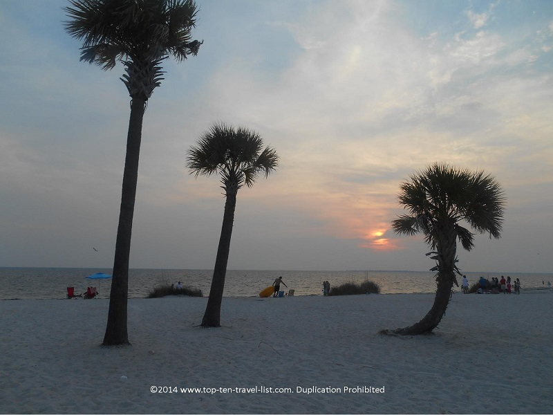 A beautiful sunset at Fred Howard Park beach in Tarpon Springs, Florida