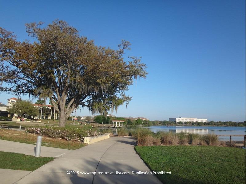 Scenic nature views along the Lake Baldwin Trail in Orlando, Florida