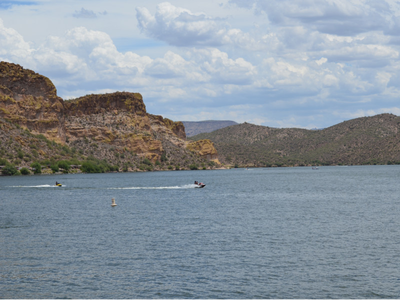 Jet skiers enjoying gorgeous Saguaro Lake in Mesa, Arizona