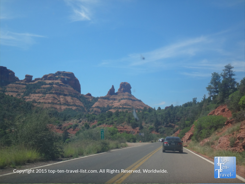 Views of Sedona's red rock scnery while dirving Oak Creek Canyon