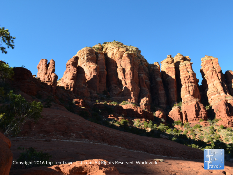Pretty red rock formations along the Broken Arrow trail in Sedona AZ