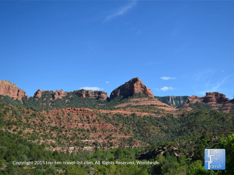 Amazing views of Sedona's red rock formations from Oak Creek Canyon Drive