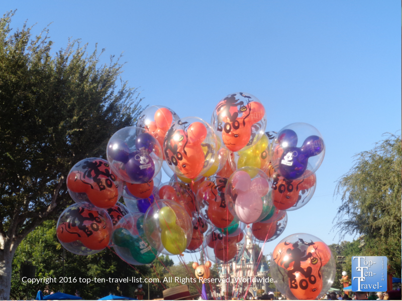 halloween-balloons-at-disneyland