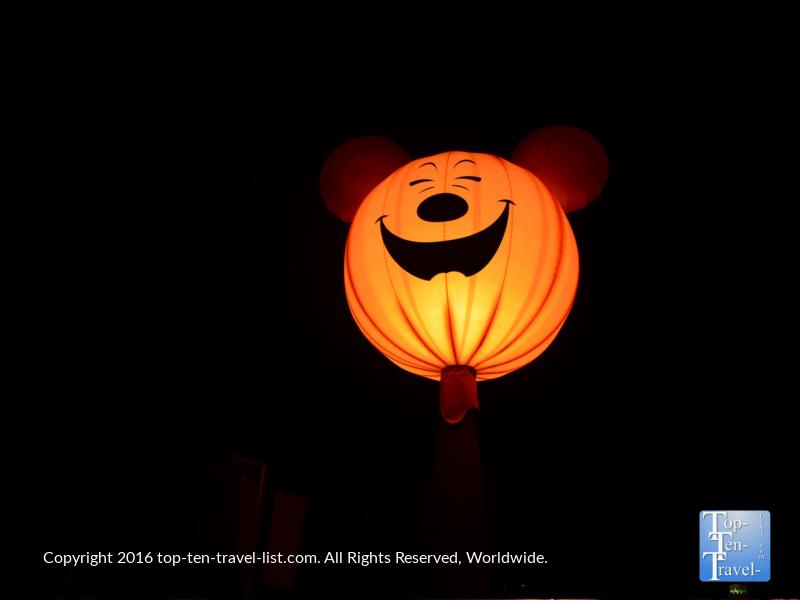lit-up-mickey-halloween-decor-at-disneyland-magic-kingdom