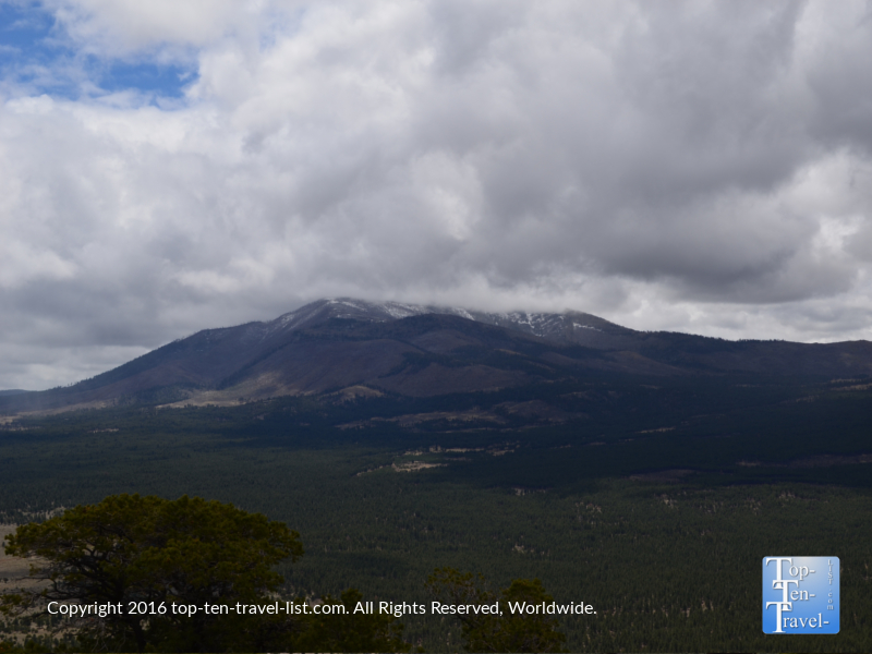 mag-views-of-the-peaks-on-a-cloudy-day-on-the-slate-mountain-trail-in-flagstaff-az