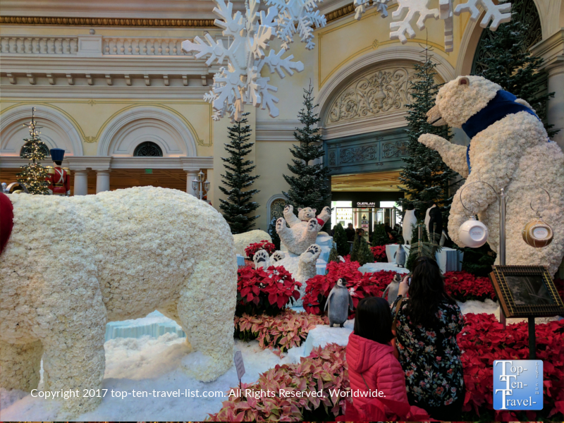 Polar bears made of flowers at the Bellagio Gardens Christmas display