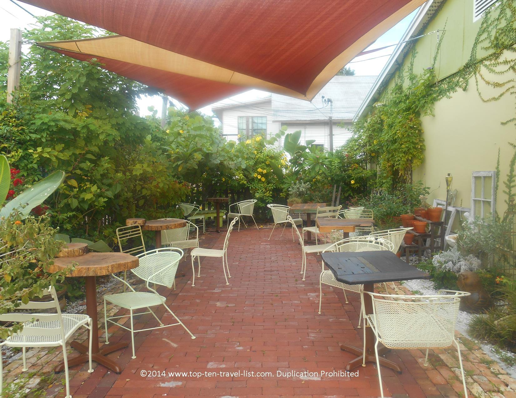 Outdoor patio at Eco Beans in Tarpon Springs, Florida