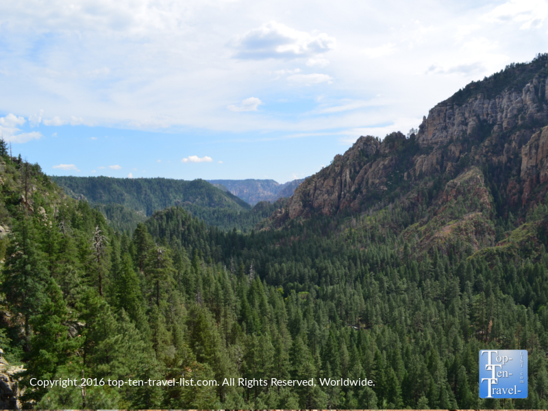 Amazing overview of Oak Creek Canyon from the Cookstove hiking trail