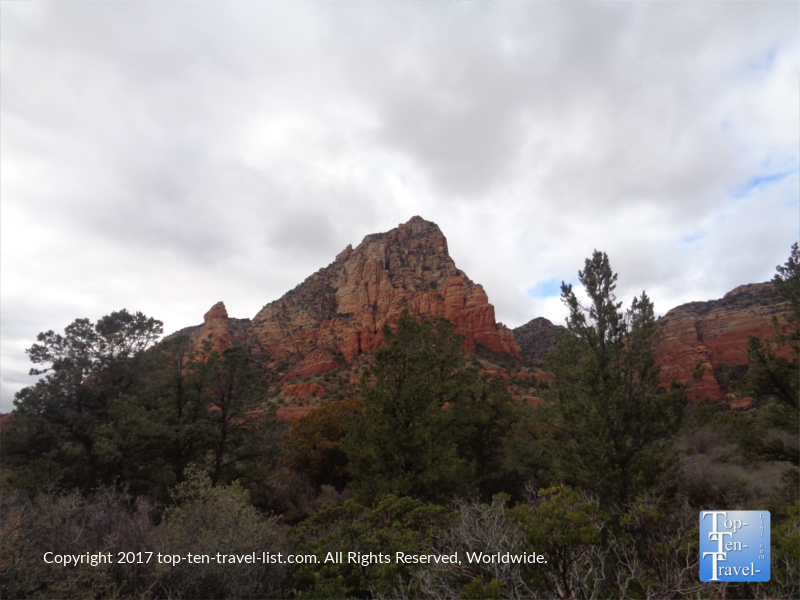 Overcast day views along the Teacup trail in Sedona AZ