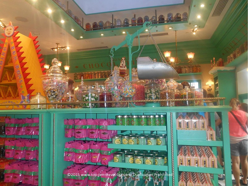 Endless treats at Honeydukes - Hogsmeade - The Wizarding World of Harry Potter in Orlando