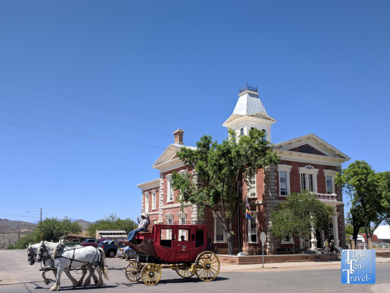 Stagecoach passing the Tombstone historic courthouse
