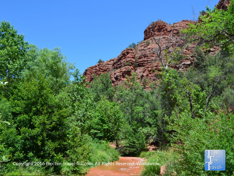 Beautiful red rock and creek views along the Templeton trail in Sedona, Arizona