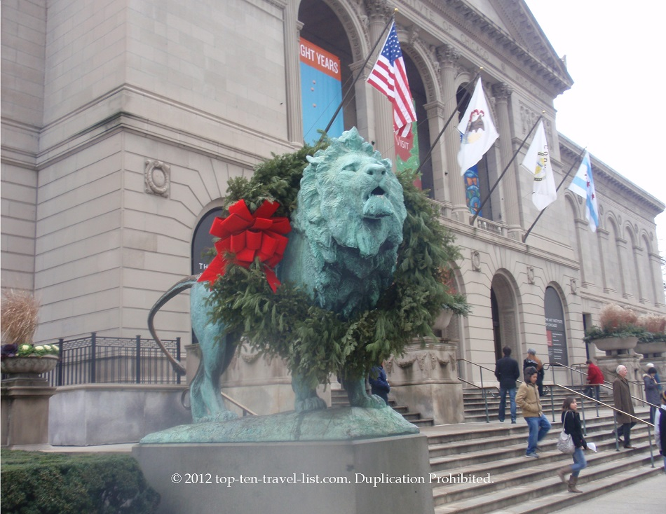 Wreathing of the lions in downtown Chicago