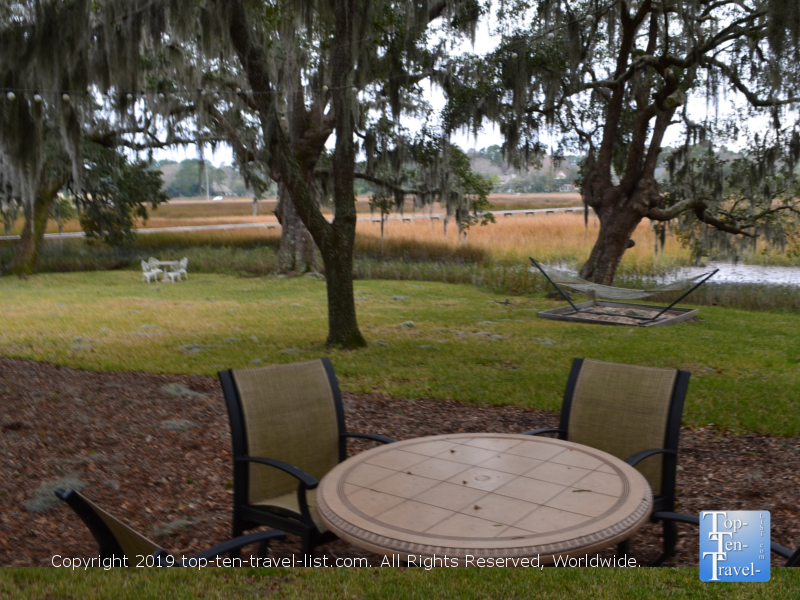 Relaxed nature setting at Plantation Oaks Inn in Mt. Pleasant, South Carolina