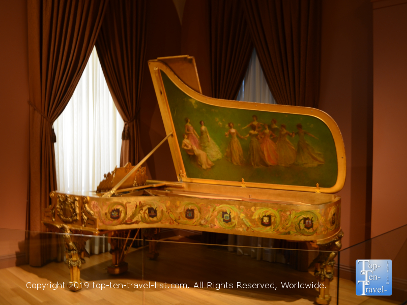 1903 Steinway piano at the Smithsonian Portrait Gallery in D.C.