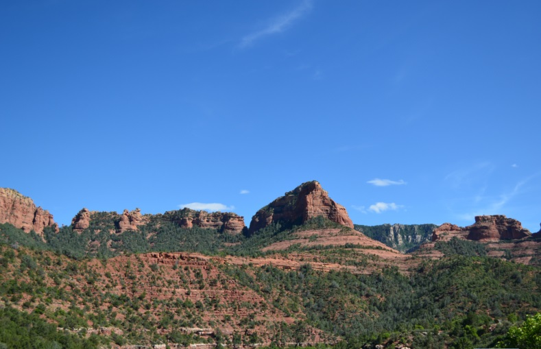 Stunning red rock scenery along Oak Creek Canyon in Sedona