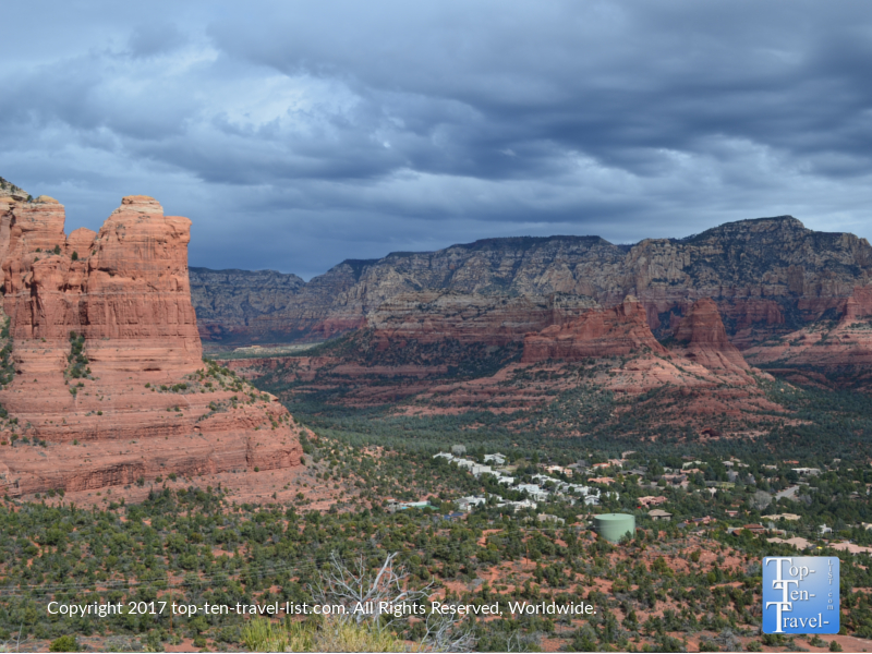 Breathtaking scenery from the Sugarloaf Summit trail in Sedona, Arizona
