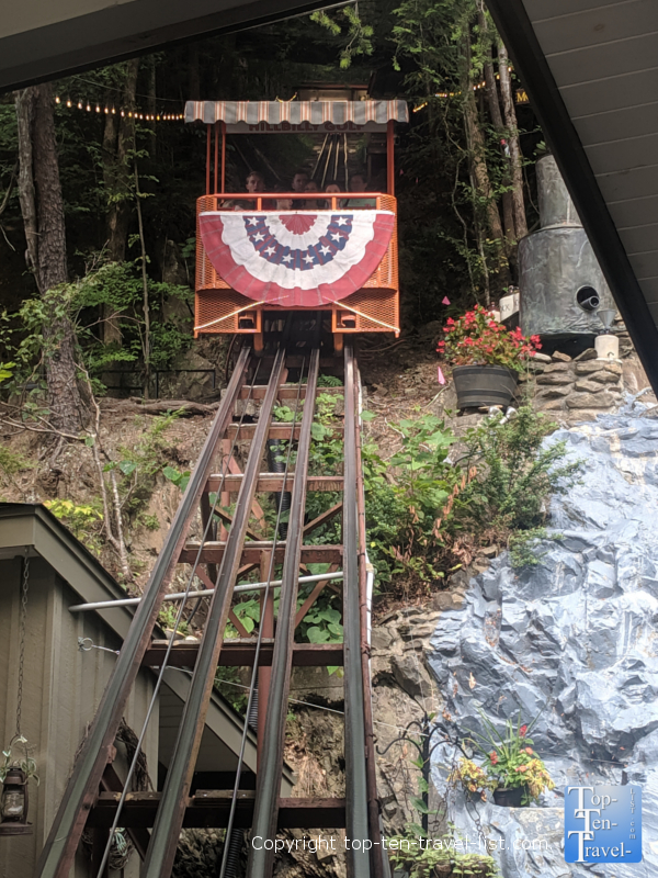 Incline up to Hillbilly mini golf in Gatlinburg, TN