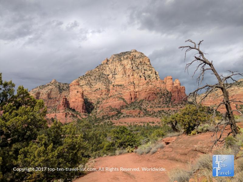 Red rock scenery along the Teacup trail in Sedona, Arizona