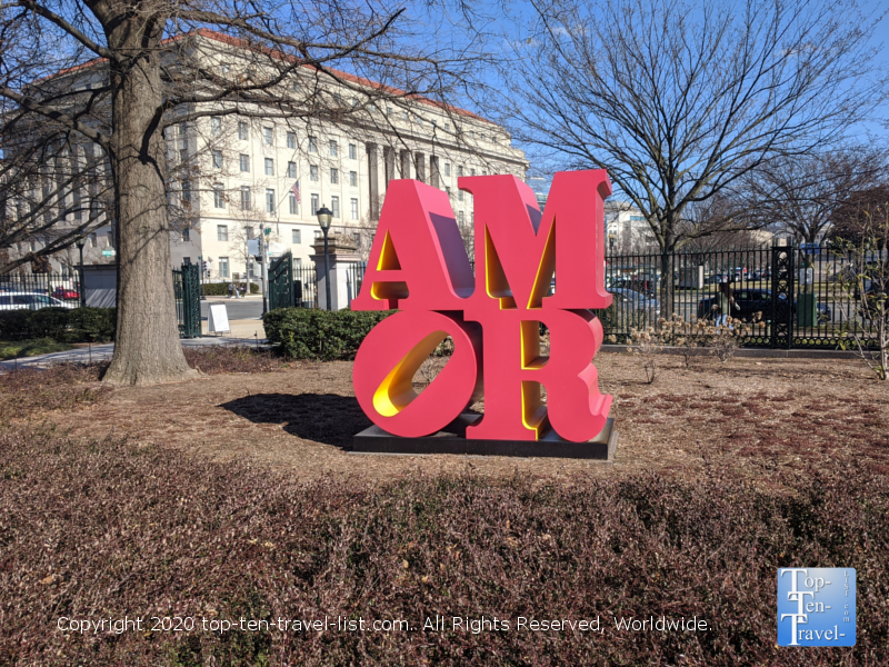 Robert Indiana Amor sculpture at the National Gallery of Art in Washington D.C.
