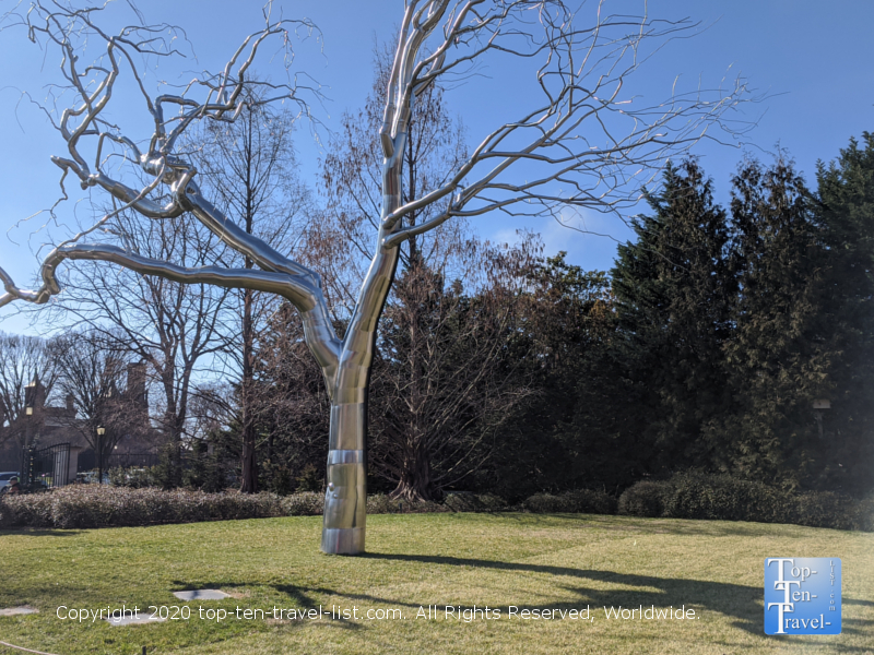 Stainless steel sculpture by Roxy Paine at the National Gallery of Art in Washington D.C.