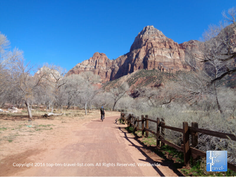 Amazing red rock scenery along the Pa'Rus trail at Zion National Park