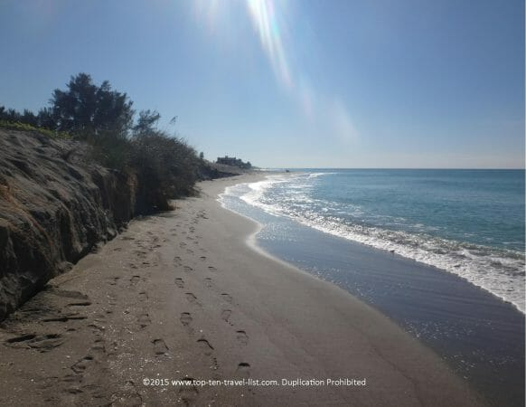 This image has an empty alt attribute; its file name is gorgeous-secluded-sarasota-beach--582x450.jpg