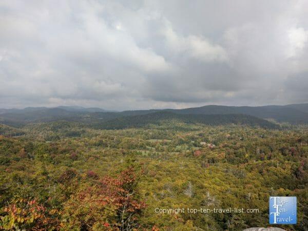 Breathtaking mountain scenery via the Flat Rock hike overlook on the Blue Ridge Parkway in North Carolina