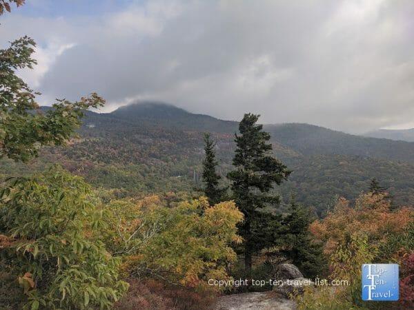 Beautiful mountain scenery via the Beacon Heights trail along the Blue Ridge Parkway in Western North Carolina
