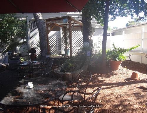 A Low Country Backyard Restaurant | Hilton Head Island ...